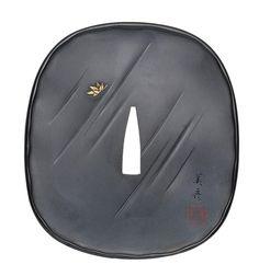 A shakudo tsuba By Suzuki Yoshihiko Showa era dated 1942 Katana Swords, Samurai Swords, Vintage Japanese, Japanese Art, Toshiro Mifune, Showa Era, Ghost Of Tsushima, Japanese Sword, Samurai Art