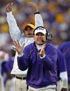 Les with that famous Hand Clap Lsu Tigers Football, Sec Football, Football Season, College Football, Les Miles, Football Images, Cute Tigers, Louisiana State University, New Orleans Saints