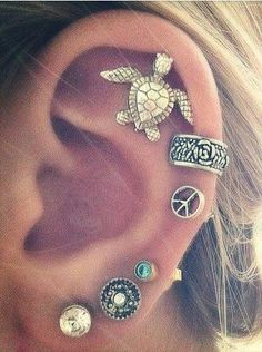 Turtle cartilage piercing earrings #cartilage #piercing #earrings www.loveitsomuch.com (Cartilage Piercing 01)