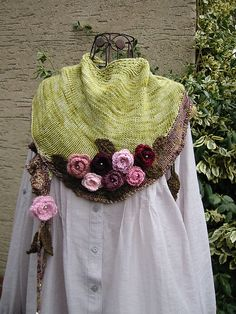 Ravelry 383791199497460249 - Ravelry: Malou pattern by WOLLWERK – simone eich Source by bernadetteremon Form Crochet, Knit Or Crochet, Crochet Shawl, Crochet Flower Scarf, Crochet Flowers, Knitted Shawls, Crochet Scarves, Tricot Simple, Knitting Patterns