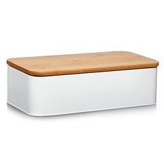 Zeller This bread bin is made of high quality metal and bamboo. It is not only a visual highlight in the kitchen but it also keeps baked goods fresh and ready to eat. Bread Tin, Bread Boxes, Fresh Bread, Cake Tins, Food Storage Containers, Baked Goods, Modern, Bamboo, Baking