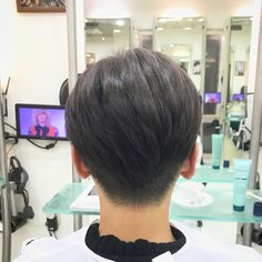 ボブ➕2ブロック アンダーは柔らかめの刈り上げ✂︎ #ボブ #2ブロック #ツーブロック #ツーブロック女子 #クール #ボーイッシュ #女性らしさ #モード #美容師 #美容室 #刈り上げ女子 #刈り上げ #美容院 #ヘアスタイル #ヘアサロン #髪型