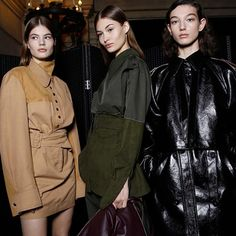 Stella McCartney introduced a hybrid collection for the Autumn Winter 2017 season. McCartney's juxtaposed bravado experimented on power and elegance. The collection was versatile and wearable throu…