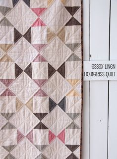 Essex Linen Hourglass Quilt-possible with crochet Star Quilts, Scrappy Quilts, Easy Quilts, Quilt Blocks, Amish Quilts, Colchas Quilting, Quilting Projects, Quilting Designs, Sewing Projects