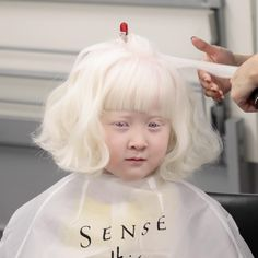 These photos of extraordinary people with remarkable features will have you redefining your definition of physical beauty. Beautiful Little Girls, Most Beautiful Faces, Beautiful Children, Modelo Albino, Pretty People, Beautiful People, African American Girl, Unique Faces, Extraordinary People