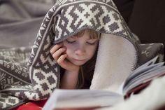 Dlaczego dzieci im starsze, tym mniej czytają książek? Dlaczego tracą zainteresowanie literaturą? I co zrobić, by rozbudzać w nich i rozwijać miłość do książek? Jeśli chcemy, by dzieci czytały i to czytały z przyjemnością i zapałem, musimy zmienić nasze, a nie ich postawy i zachowania.