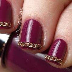Wow. Gold herringbone chain link french mani tips on a berry nail bed.