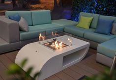 De vuurtafel Zeno Salone is een outdoor salontafel geproduceerd van Cor-ten A staal. De Zeno Salone is te verkrijgen met aardgas of propaanbrander voor sfeervolle terrasverwarming in de avonden. Bij propaan kan de gasfles kan in het daarvoor ontworpen compartiment geplaatst worden, en is hierdoor uit het zicht onttrokken. Zelfs een BBQ behoort tot de mogelijkheid, mits de Salone hiervoor is aangepast. De Salone is in elke mogelijke RAL kleur te verkrijgen.