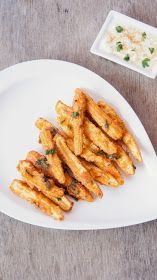 Fried Baby corn is a well known Chinese starter / Appetizer. Baby Corn strips are slit in half , dipped in spicy batter and deep fried. I u...
