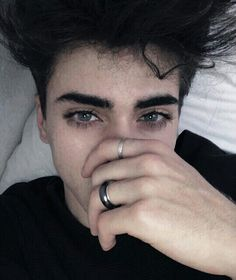 look at those eyelashes - Eye Makeup tips Tumblr Boys, Pretty Eyes, Beautiful Eyes, Pretty People, Beautiful People, Boys Lindos, Aesthetic Boy, White Boys, Attractive People