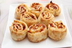 Are you looking for delicious weeknight meal that is different than pizza? Well these pepperoni bread rollups are perfect for you! Pizza Roulée, Low Carb Pizza, Pizza Buns, Pizza Pastry, Thin Crust Pizza, Pizza Food, 2 Ingredient Pizza Dough, Key Ingredient, Sourdough Rolls