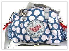 farbenmix Taschenspieler II Schnittmuster Beautiful Handbags, Beautiful Bags, Sewing Courses, Belt Purse, Diy Handbag, Jute Bags, Fabric Bags, Sewing Patterns Free, Handmade Bags