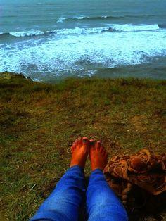 The sea, my feet, my bag