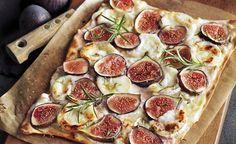 Flammkuchen mit Feigen und Ziegenkäse Tarte flambé with figs and goat cheese - you can find the recipe on our website! Gourmet Sandwiches, Healthy Sandwiches, Sandwiches For Lunch, Thanksgiving Appetizers, Healthy Appetizers, Appetizer Recipes, Healthy Recipes, Cheese Appetizers, Sandwich Vegan