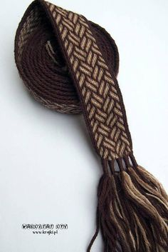 Hello ! Id like to present a tablet woven belt made from wool. It is a perfect addition to medieval and early medieval costume.  Length: 1,84 m (6,04 ft) + a few centimeters of tassels Width: 3,7 cm (1,46) Colors: dark brown, dark beige, light beige Material: pure wool  You are