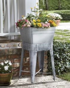 Washtub Planter & Stand from Through the Country Door® Porch Plants, Balcony Plants, Potted Plants, Outdoor Landscaping, Outdoor Gardens, Landscaping Ideas, Milk Can Garden Ideas, Galvanized Wash Tub, Galvanized Planters