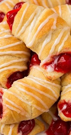 Cherry Almond Turnovers (only 5 ingredients) Ingredients 2 oz) pkgs refrigerated crescent roll dough 1 can cherry pie filling 1 cup powdered sugar 1 Tbsp milk, then more as needed 1 tsp. Cherry Desserts, Cherry Recipes, Easy Desserts, Delicious Desserts, Dessert Recipes, Yummy Food, Strudel, Turnover Recipes, Cupcakes