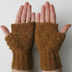 Free Pattern: shell wave mittens