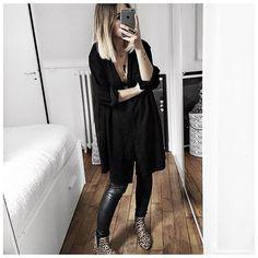 Les tenues qui s'adaptent à toutes les situations = Gros gilet par dessus ce matin avec les Stan // Veste plus habillée ce soir avec les boots ⚫️ • Necklace #elsaneatelier (from @elsane_atelier) • Shirt/dress #mysundaymorning (from @mysundaymorning.fr) • Leather Pant #thekooples (on @cyrielleforkure) • Boots #isabelmarant (old) ...