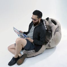 A chair that your ass should have nothing to do with. | 25 Products That Are Creepy As Fuck Human Skull, Gothic House, Skull Art, Skeletons, Badass Skulls, Weird Furniture, Dark Furniture, Low Chair, Geek Decor