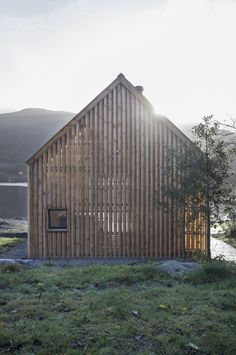 Good wood - lovely renovation of an old boat house in Norway. The 'Naust V' by Oslo studios Koreo Arkitekter and Kolab Arkitekter Modern Barn House, Lakefront Property, Arch Interior, Old Boats, Architecture Old, Scandinavian Architecture, Rustic Design, Cottage, House Styles