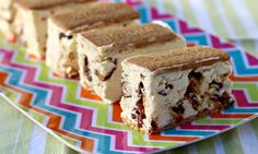 This ice cream slice uses sweetened condensed milk and can include your favourite chocolate bars or lollies. It's a perfect dessert for summer days and great to pass around at parties. Use cherry ripe for Flick's version Sweet Recipes, Cake Recipes, Dessert Recipes, Tea Recipes, Baking Recipes, Recipies, Vestidos Chiffon, No Bake Slices, Peppermint Crisp