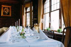 Leve de Liefde ♡ Lees Bren's Bruiloft Tips ♡ www.liefslabel.nl Table Settings, Table Decorations, Tips, Furniture, Home Decor, Decoration Home, Room Decor, Place Settings, Home Furnishings