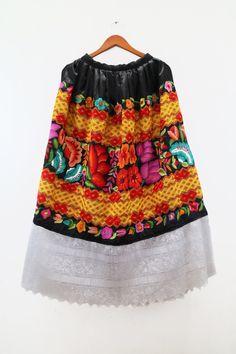 Falda tehuana (F64), mexicana de fiesta, bordado a maquina y a mano. México, tehuana. de shkaalacoleccion en Etsy