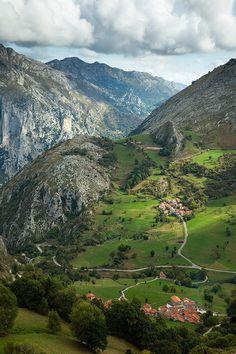 Beges, Cantabria | Spain (by Slawek Staszczuk)
