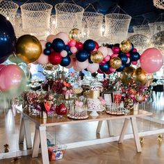 """1,295 curtidas, 12 comentários - Boutique Balloons Melbourne (@boutiqueballoonsmelbourne) no Instagram: """"love this colour palette and garland we created for little zoes christening day gorgoues capture by…"""""""