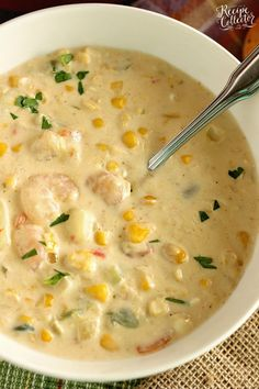 Creamy Shrimp & Corn Soup Creamy Shrimp & Corn Soup - A creamy Cajun-flavored soup filled with shrimp, corn, and potatoes and ready in about 30 minutes. It's a great soup for company too! Corn Soup Creamy, Shrimp And Corn Soup, Shrimp Corn Chowder, Crab And Corn Bisque, Seafood Soup, Shrimp Dishes, Corn Soup Recipes, Shrimp Recipes Easy, Chowder Recipes