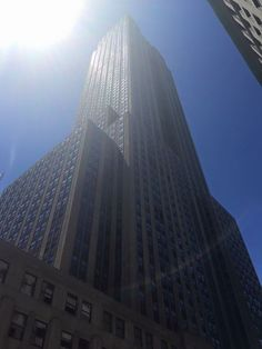 @pincesspink84  #VerticalView the Empire State Building glistening in the sun