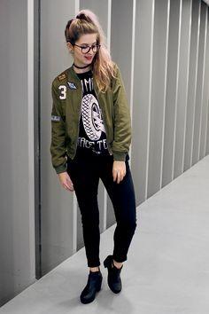 Meninices da Vida: Look: bomber jacket, moletom, calça e bota.