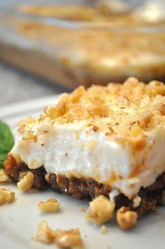 Muhteşem bir tatlı with chopped figs and walnuts Cookie Recipes, Snack Recipes, Dessert Recipes, Snacks, Desserts, Fig Dessert, Pasta Cake, Turkish Sweets, Turkish Dessert