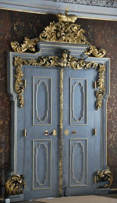 the New Residence, a Baroque style palace in the historic center of Bamberg Cool Doors, Unique Doors, Entrance Doors, Doorway, Gold Door, Door Gate, Gates, Baroque Fashion, Door Knockers