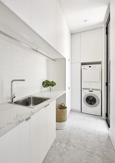 ++ Big floor tiles ++ White cabinets ++ Storage