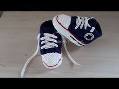 Tênis Tipo Converse All Star By Elidiane - Diy Crafts Booties Crochet, Crochet Baby Boy Hat, Crochet Converse, Baby Boy Hats, Crochet Baby Clothes, Crochet Shoes, Crochet Slippers, Baby Booties, Baby Knitting