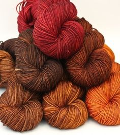 dreaminvintage:  Gah so entirely ready for fall with this yarn!beautiful yarn found here!
