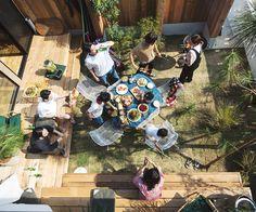 フリークスストアがつくる家。「LIFE LABEL」と「フリークスストア」のコラボレーションで生まれた、解放感あふれるデザイン住宅。このサイトでは、FREAK'S HOUSEの特徴や、暮らし方のサンプルをご紹介しています。 Diy Interior, Home Interior Design, Interior And Exterior, Indoor Courtyard, Garden Deco, Tiny House Cabin, Japanese Interior, Japanese House, House Layouts