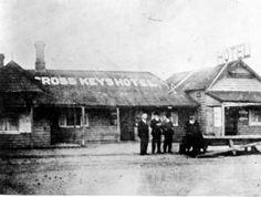 Cross Keys Hotel on Firebrace St (now Pascoe Vale Rd),North Essendon,Victoria (year unknown). Local History, Family History, Keys Hotel, Ascot Vale, Melbourne Suburbs, Melbourne Victoria, Historical Architecture, Amazing Pics, Melbourne Australia