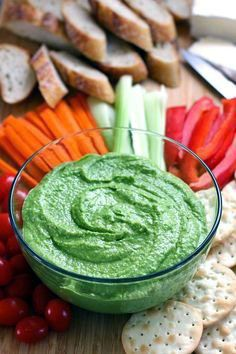 Hummus is one of the greatest protein snacks, try this! A garlicy, tangy hummus using fresh spinach, salty feta and chickpeas. Vegetarian Recipes, Cooking Recipes, Healthy Recipes, Vegetable Recipes, Fruit Recipes, Healthy Snacks, Healthy Eating, Protein Snacks, Snacks Saludables