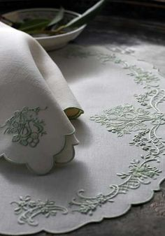 Custom embroidered table linens by Léron. View the collection of custom tablecloths online and discover our designs and exquisite hand embroidery.