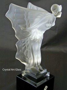 Lalique/ femme papillon= alliance femme + nature/ lignes courbées