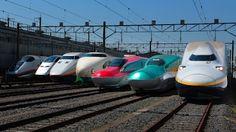 東北新幹線開業30周年を記念して、歴代の主な形式が車両センターに勢ぞろい。写真は(左から)E3系こまち、E3系つばさ、E1系Max、200系、E6系、E5系はやぶさ、E4系Max