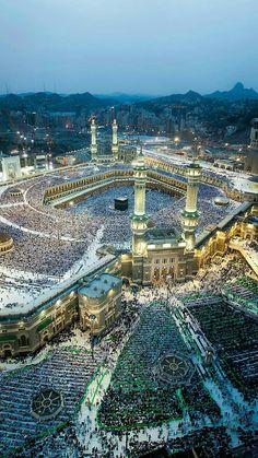 grafika islam, mecca, and muslim Masjid Al Haram, Islamic Images, Islamic Pictures, Islamic Art, Beautiful Mosques, Beautiful Places, Photos Islamiques, Medina Mosque, Mecca Kaaba
