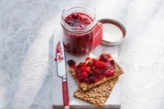 Aardbeien-cranberryjam - Recept - Allerhande - Albert Heijn Custard, Brunch, Fitness, Homemade, Canning, Breakfast, Sweet, Desserts, Recipes