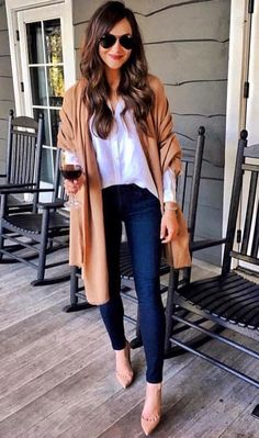 99 Charming Fall Outfits Ideas For Women That Looks Cool - - Scarves Scarves this year are a staple in fall fashion and they are a must to have in your closet! Moda Outfits, Chic Outfits, Fashion Outfits, Womens Fashion, Glamorous Outfits, Fashion Trends, Grunge Outfits, Classy Outfits, Fashion Boots