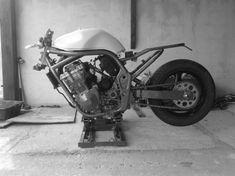 Discover a variety of my well liked builds - customized scrambler bikes like this Suzuki Cafe Racer, Cafe Racer Build, Custom Motorcycles, Custom Bikes, Steve Mcqueen, Car Travel, Bike Design, Scrambler, Sport Bikes