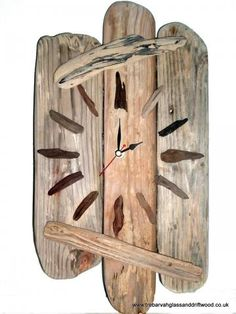 Neat idea for DIY clock.  Use driftwood and stones or findings from your favorite vacation and create something memorable. (Inspiration ony)