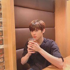 Korean Boys Ulzzang, Cute Korean Boys, Love U Forever, Fandom, Kim Jung, Aesthetic Boy, Kpop Guys, Single Parenting, Best Memories